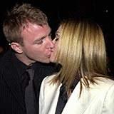 Guy Ritchie i Madonna - jeszcze szczęśliwi (zdjęcie z 2001 roku) /AFP
