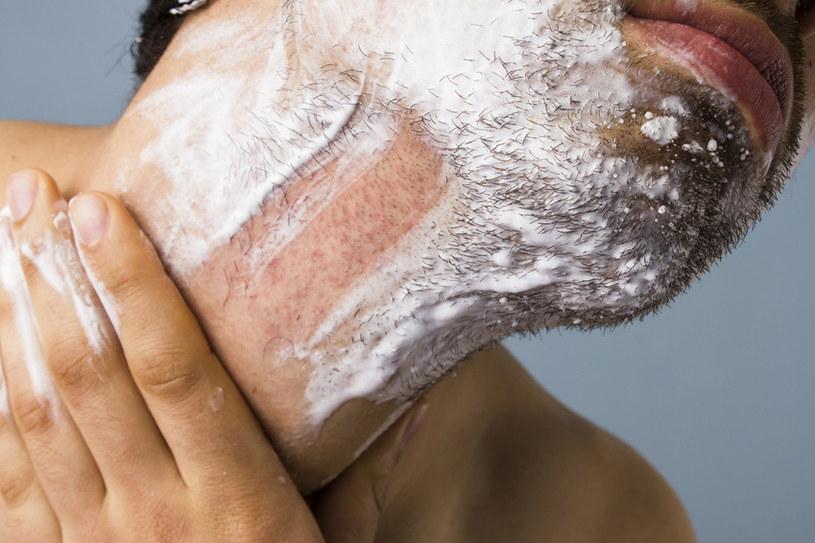 guzy po goleniu /© Photogenica