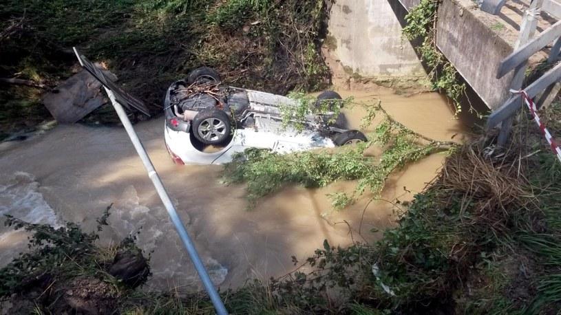 Gwałtowna burza z ulewami doprowadziła do powodzi /PAP/EPA
