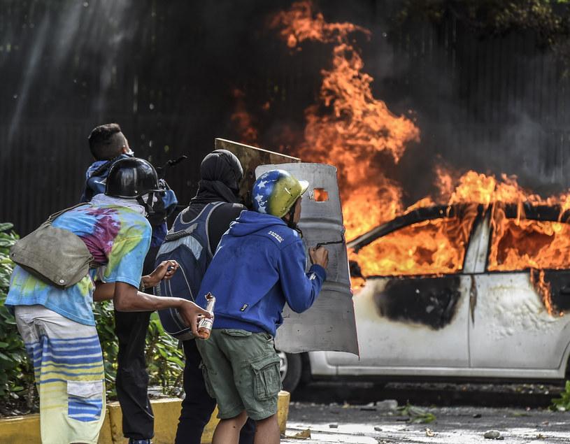 Gwałtowne, antyrządowe demonstracje na ulicach Wenezueli /JUAN BARRETO /AFP