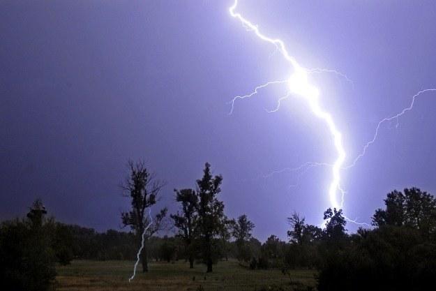 Gwałtowne burze mogą być bardzo niebezpieczne dla urządzeń elektronicznych /AFP
