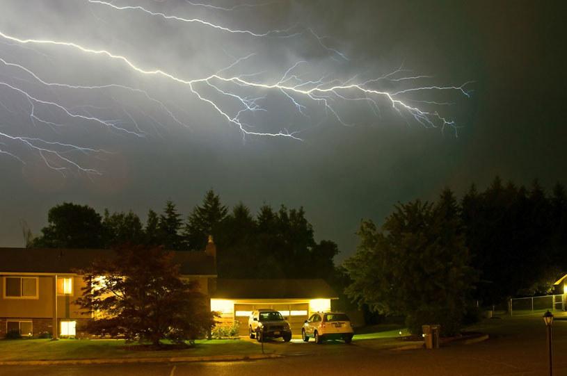 Gwałtowne burze z intensywnymi opadami deszczu przeszły przez województwa centralnej i południowej Polski / Zdjęcie ilustracyjne /123RF/PICSEL