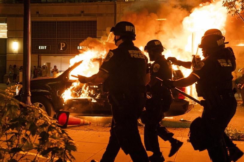 Gwałtowne protesty w Waszyngtonie w pobliżu Białego Domu /JIM LO SCALZO /PAP/EPA