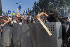 """Gwałtowne starcia w Kijowie. Protestowali przeciw """"rozbiorowi Ukrainy"""""""
