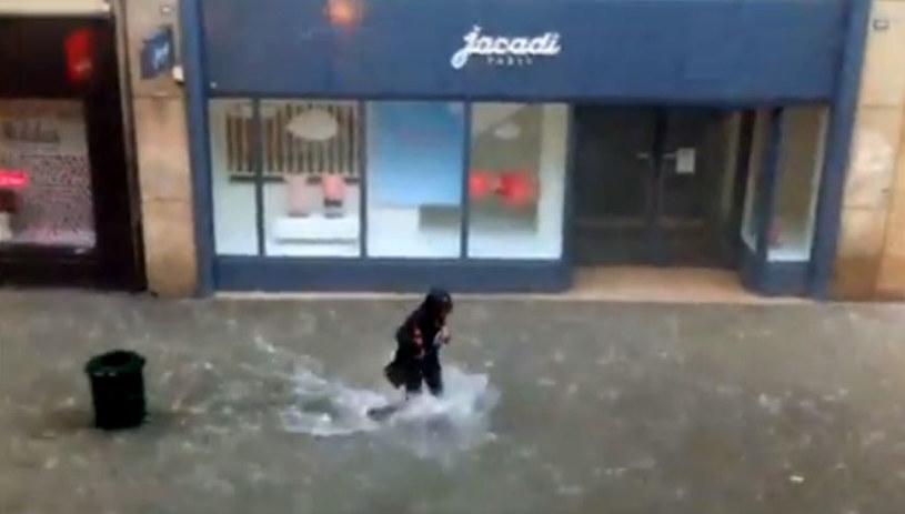 Gwałtowne ulewy przeszły nad Caen we Francji. /YouTube