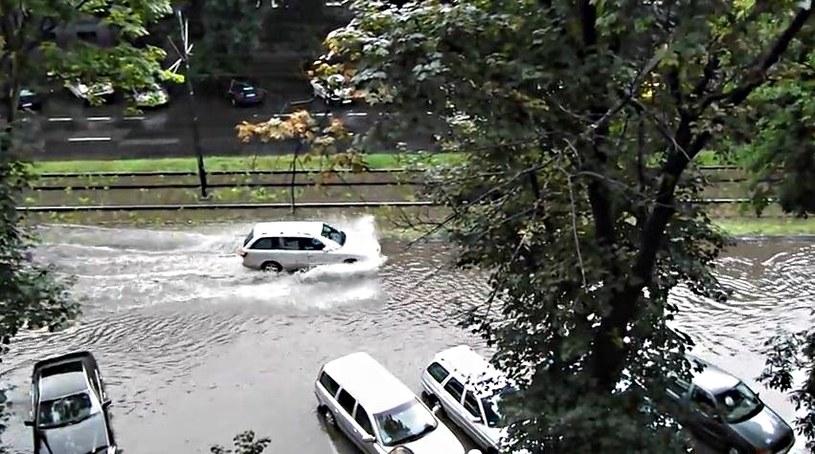 Gwałtowne ulewy przeszły nad Krakowem /YouTube