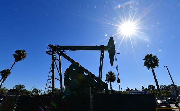 Gwałtowny wzrost cen ropy po ataku Iranu na bazy USA /AFP