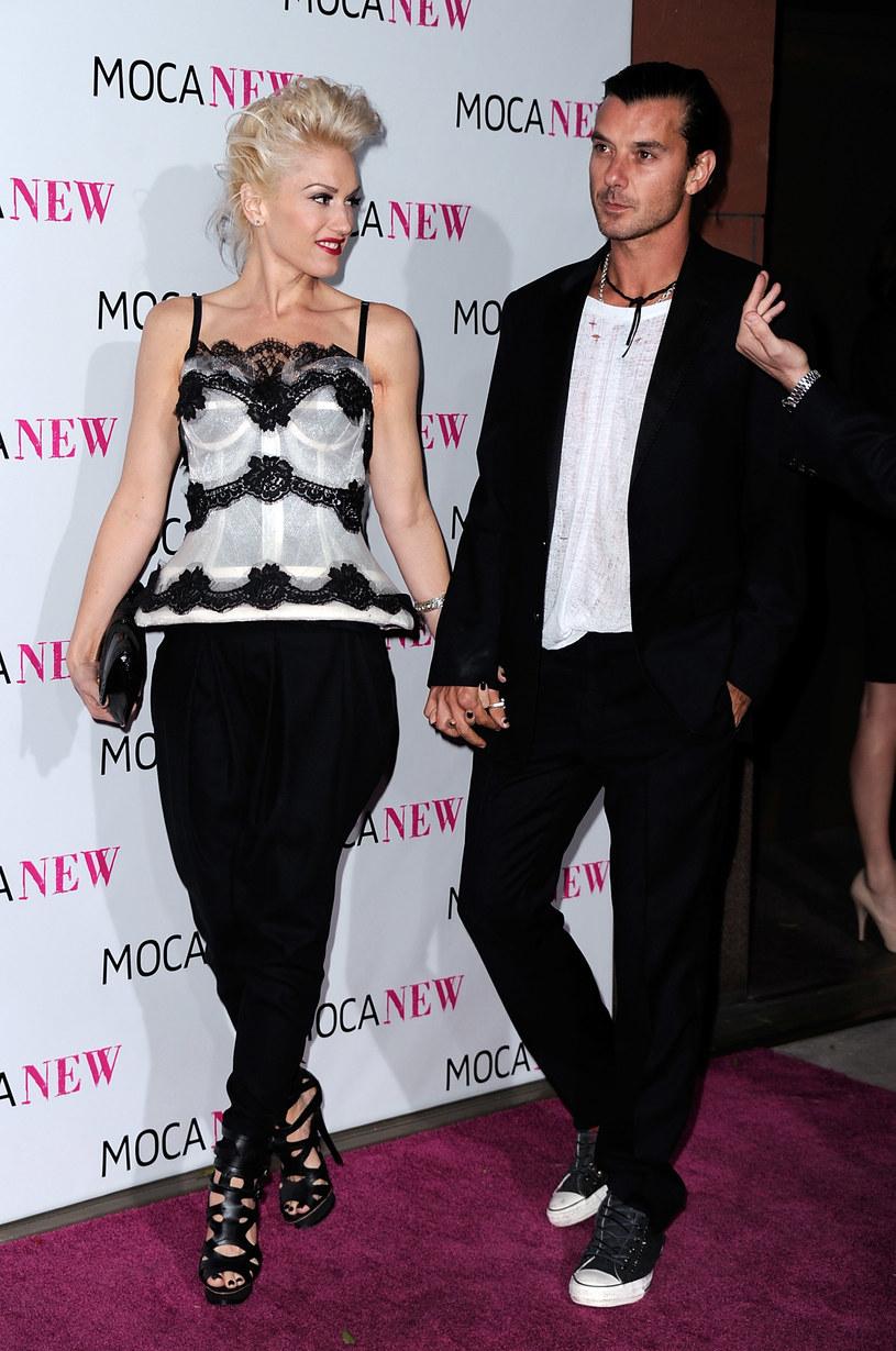 Gwen Stefani do szerokich spodni wybrała  sandały na wysokim obcasie  /Getty Images/Flash Press Media