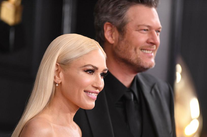 """Gwen Stefani i Blake Shelton poznali się w 2015 roku na planie programu """"The Voice"""" nadawanym przez stację NBC. /Valerie MACON / AFP /East News"""