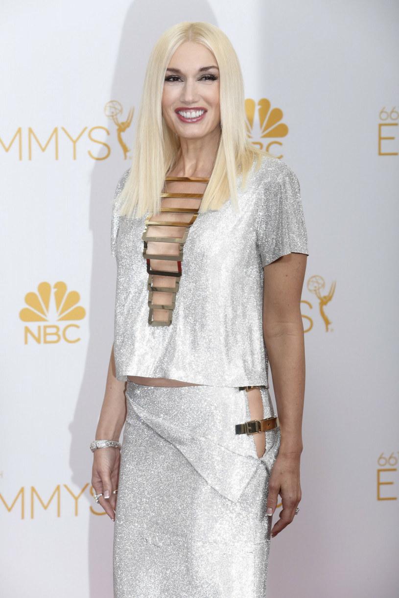 Gwen Stefani to jedna z niewielu gwiazd, która śmiało sięgać może po problematyczną biel /Los Angeles Times/ Polaris /East News