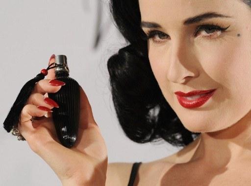 "Gwiazda promuje swoje perfumy ""Dita von Teese - Femme Totale""  /AFP"
