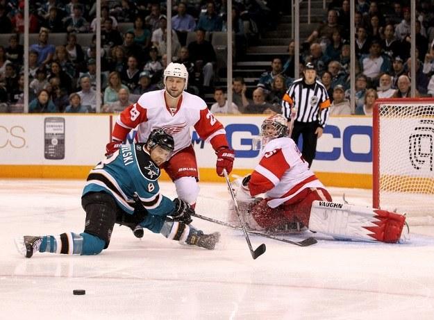 Gwiazda San Jose Sharks, Joe Pavelski (z lewej) /AFP