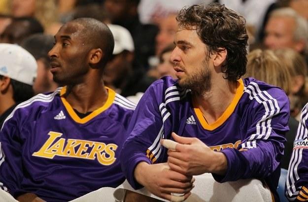 Gwiazdy LA Lakers zawodzą - Kobe Bryant (z lewej) i Pau Gasol. /AFP