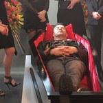 """Gwiazdy na """"pogrzebie"""" Karolaka! Zdjęcia wyciekły do sieci!"""