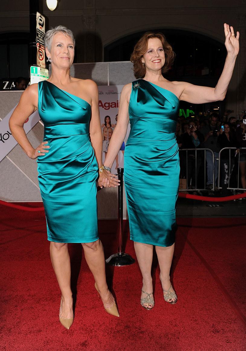 Gwiazdy w tej samej sukience. Która wygląda lepiej? /Getty Images