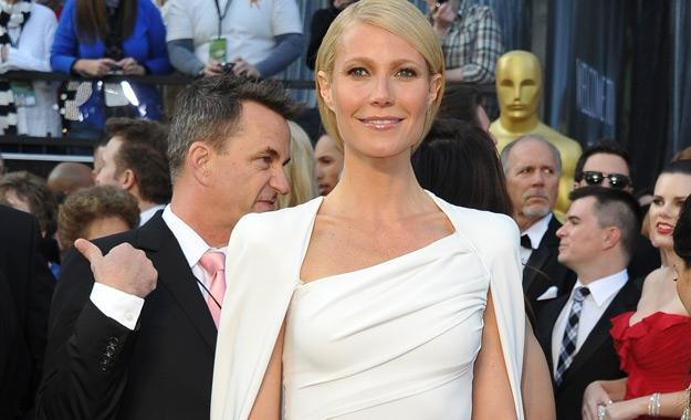Gwyneth Paltrow w białej sukni Toma Forda podczas rozdania Oscarów w 2011 roku /AFP