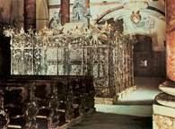 Habsburgowie, grobowiec Maksymiliana I (zmarł w 1519), w kościele Hofkirche w Insbruku /Encyklopedia Internautica