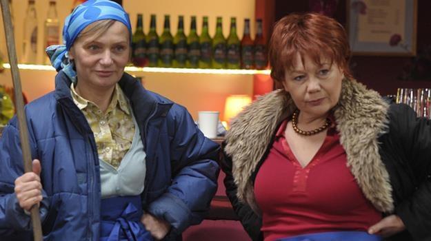 Hadziukowa (Dorota Nowakowska) i Solejukowa (Katarzyna Żak) porzucą mężów / fot. Gałązka /AKPA