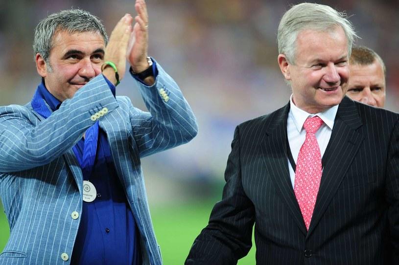 Hagi (z lewej) to legenda rumuńskiego futbolu. Jego słowa znaczą bardzo wiele /AFP