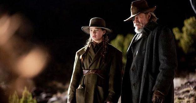 """Hailee Steinfeld i Jeff Bridges w filmie """"Prawdziwe męstwo"""" /materiały dystrybutora"""