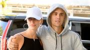 Hailey Bieber kusi w bikini. Fani zachwyceni jej figurą