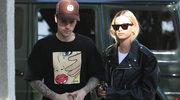 Hailey Bieber radzi, co powinno znaleźć się w twojej szafie