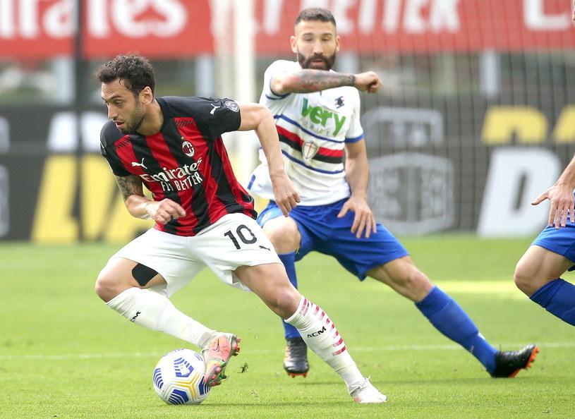 Hakan Calhanoglu w meczu z Sampdorią /PAP/EPA/Matteo Bazzi /Pool /PAP/EPA