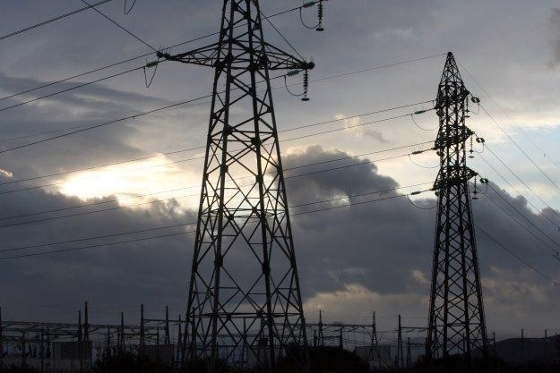 Hakerzy coraz częściej atakują terminale gazowe, elektrownie czy sieci wodociągowe /AFP