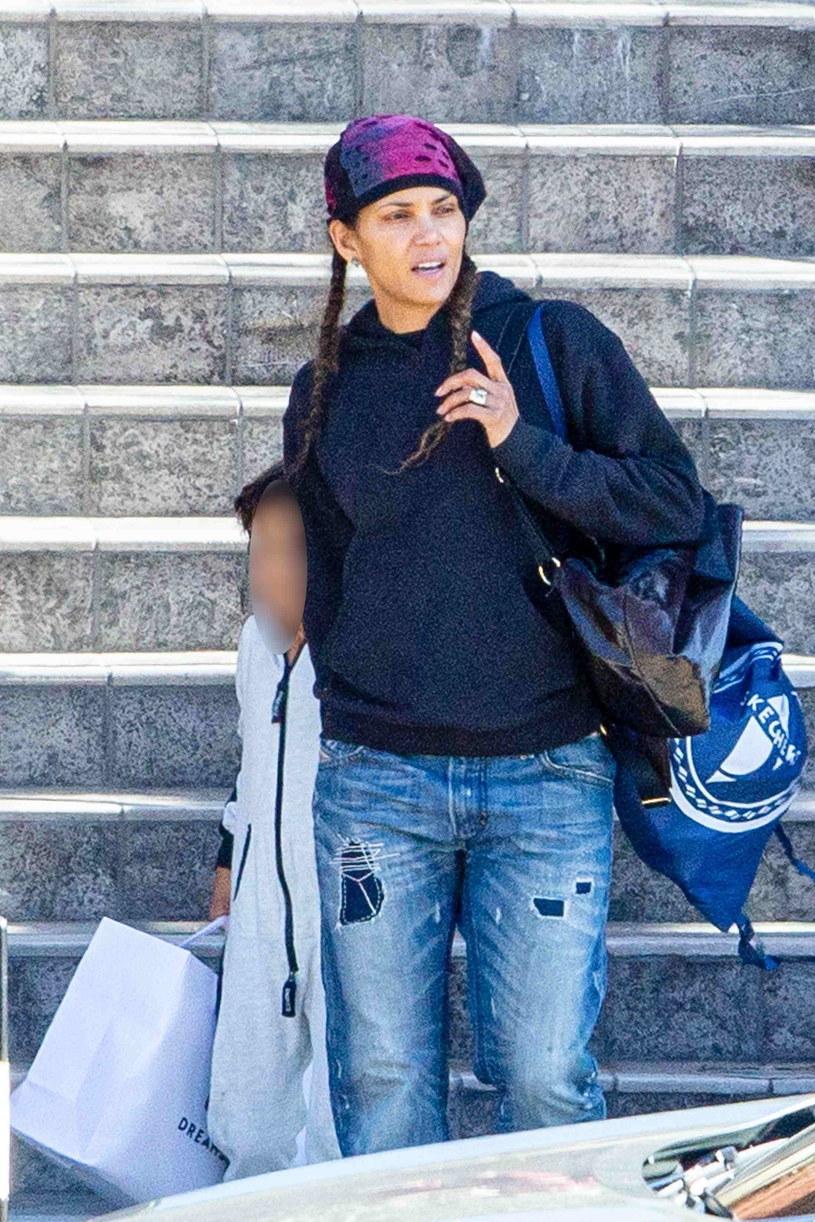 Halle Berry na zakupach z synkiem /BACKGRID /Agencja FORUM