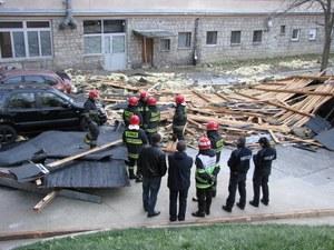 Halny w Tatrach. Wiatr uszkodził dachy