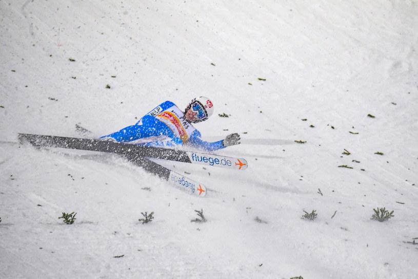 Halvor Egner Granerud upadł w Lahti i zajął czwarte miejsce /PAP/EPA/KIMMO BRANDT /PAP/EPA