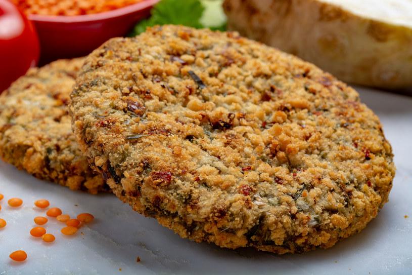 Hamburgery z soczewicy to wspaniała alternatywa dla mięsa /123RF/PICSEL