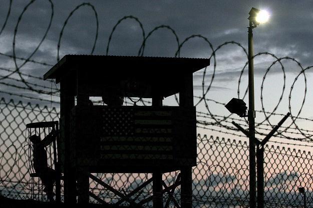 Hamdan twierdził, że w Guantanamo był bity i przez miesiące trzymany w odosobnieniu. /PAP/EPA