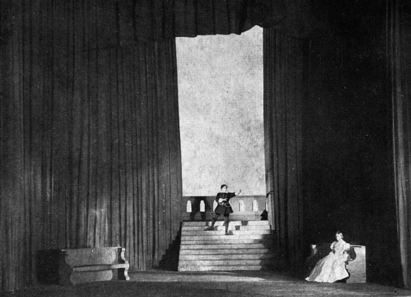 """""""Hamlet"""" Szekspira w Teatrze Polskim w reżyserii Arnolda Szyfmana z początku XX wieku /Piotr Mecik /FORUM"""