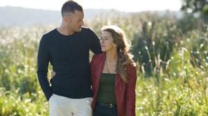 Hana (Kamilla Baar) i James (Jake Michaels) /fot  /ARTRAMA
