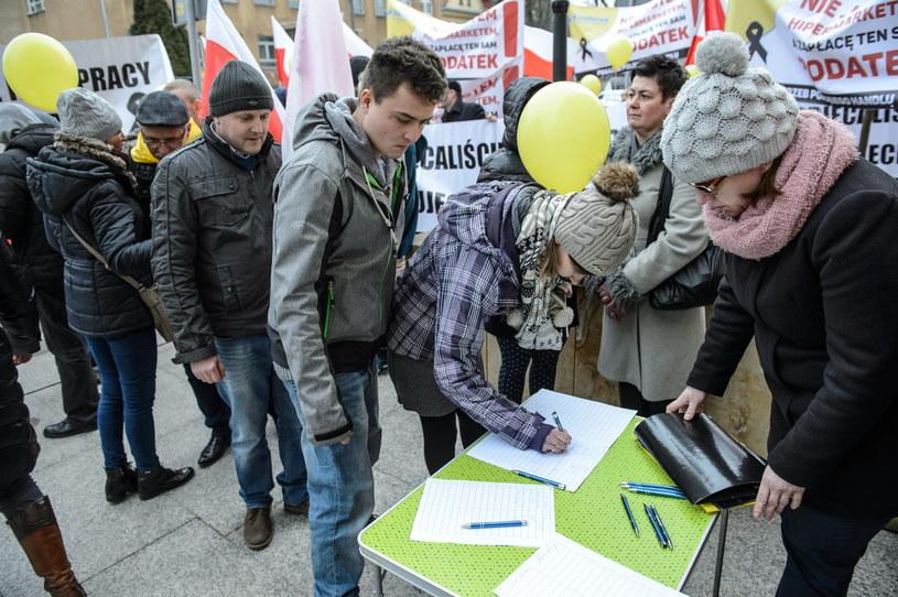 Handlowcy wyszli na ulice /Wojciech Pacewicz