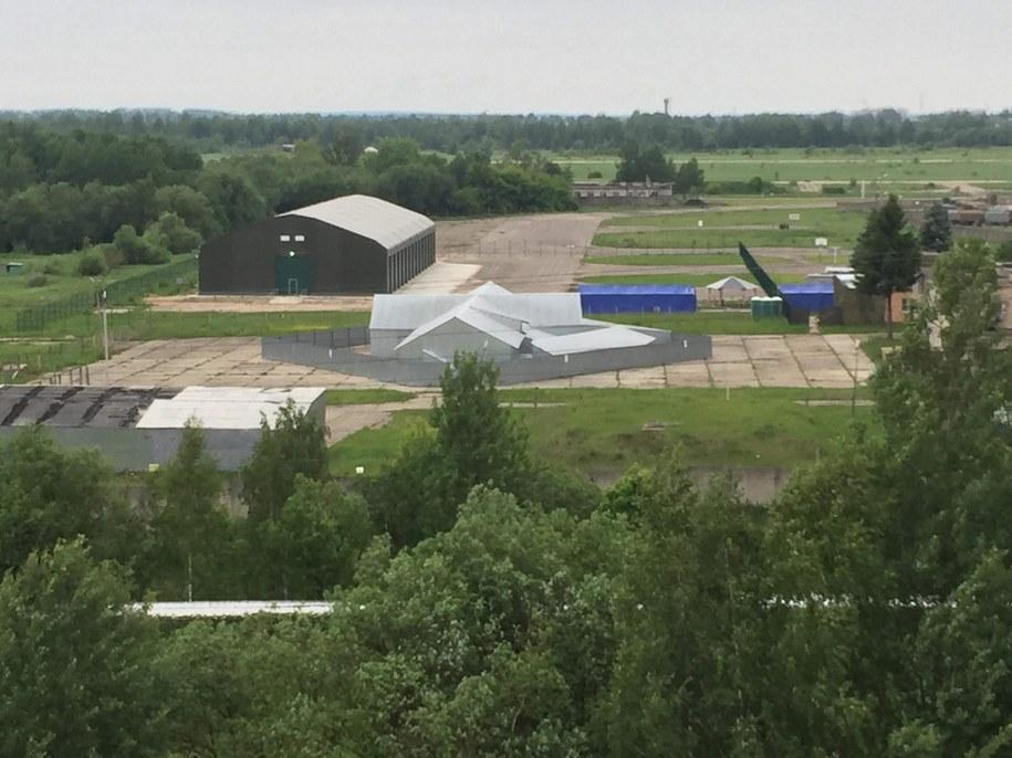 Hangar, w którym pracują polscy prokuratorzy /Przemysław Marzec /RMF FM