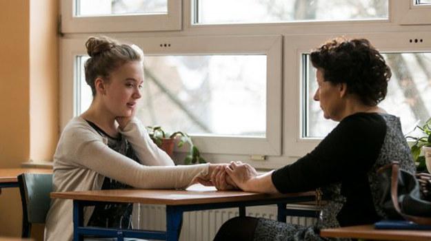 Hania jest ofiarą przemocy psychicznej. /www.barwyszczescia.tvp.pl/