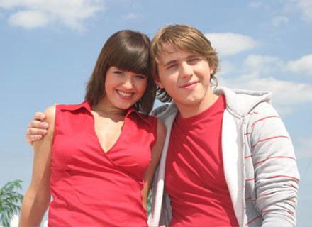 Hania Stach i Andrzej Lampert na planie /EMI Music Poland