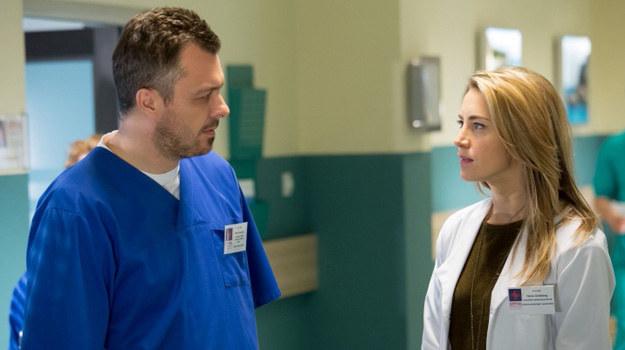 Hanie trudno będzie wybaczyć Piotrowi, że próbował ukryć przed nią pobyt Pauli w szpitalu. /Agencja W. Impact