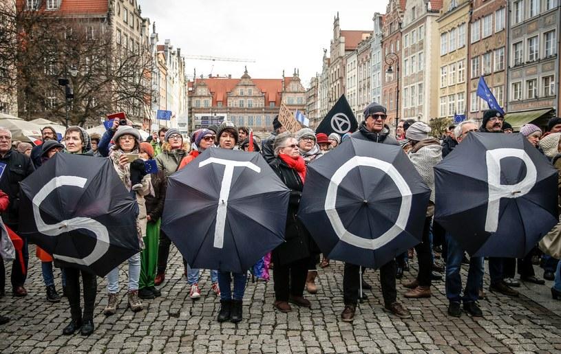 Happening STOP Faszyzm! KOD Region Pomorski zorganizowal happening w sprzeciwie wobec zachowań na zeszłorocznym marszu, listopad 2017 r. /Karolina Misztal /Reporter