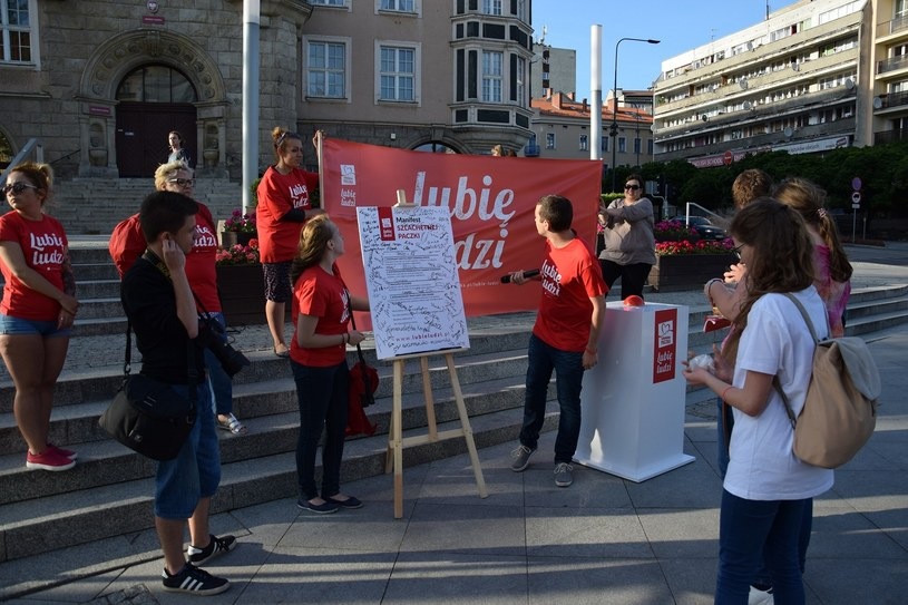 Happening w Olsztynie /Stowarzyszenie WIOSNA /