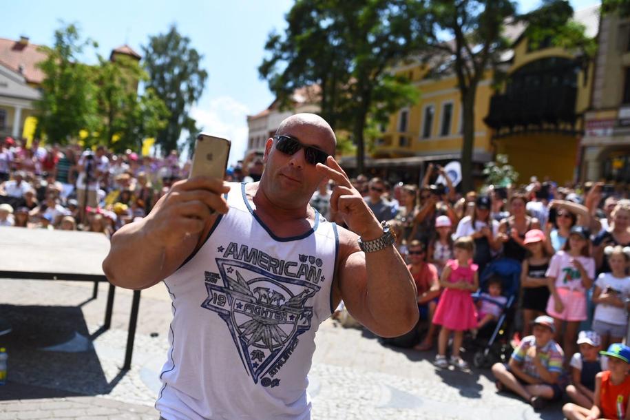 Hardkorowy Koksu na Wakacyjnym Zlocie Gwiazd RMF FM w Mikołajkach /Facebook /