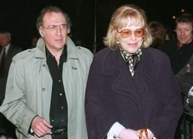 Harold Pinter z żoną /AFP