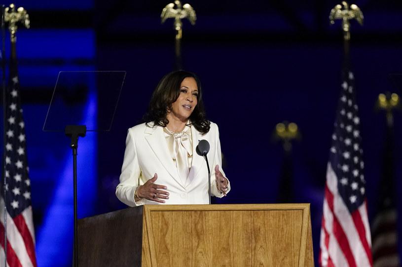 Harris wybrała stylowy garnitur w odcieniu kości słoniowej /AP/Associated Press/East News /East News