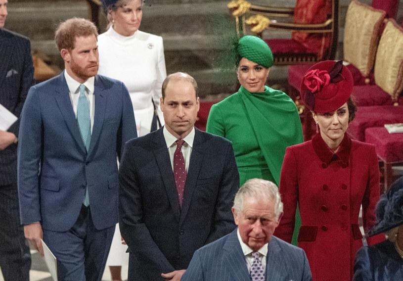 Harry i Meghan, książę Karol oraz William i Kate zostali uwiecznieni na jednym zdjęciu /POOL Mirror/Associated Press /East News