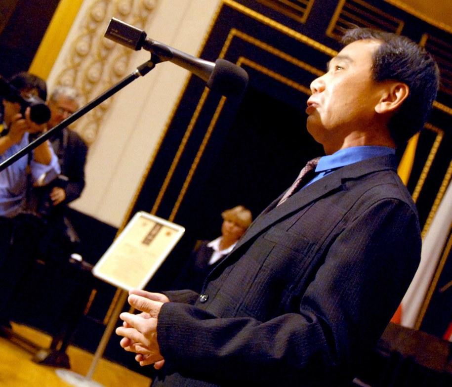 Haruki Murakami - faworyt czytelników, ale nie ekspertów /FILIP SINGER /PAP/EPA