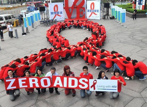 """Hasło tegorocznego Dnia AIDS brzmi """"Getting to Zero"""" /AFP"""