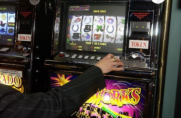 Hazard przenosi się do szarej strefy? /© Bauer