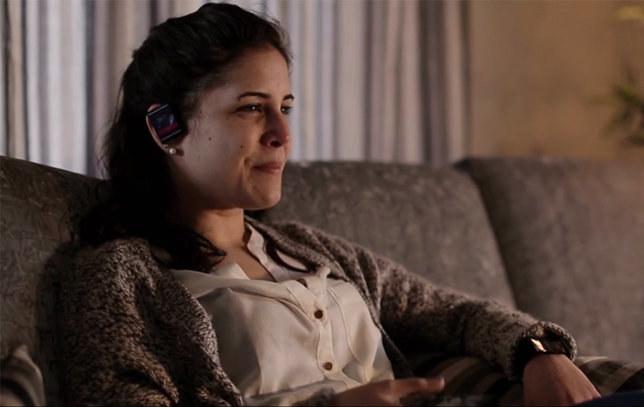 HeadWatch - inteligentny zegarek zakładany na ucho. /materiały prasowe